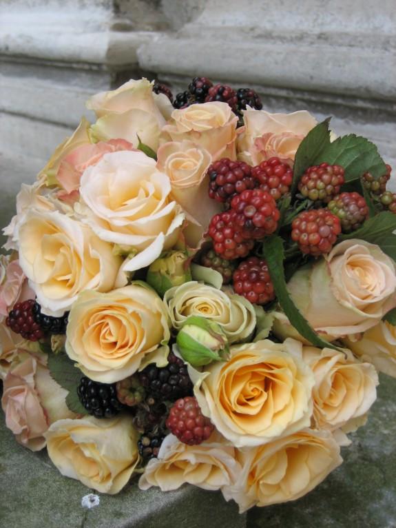 Bouquet de mariée roses et mures
